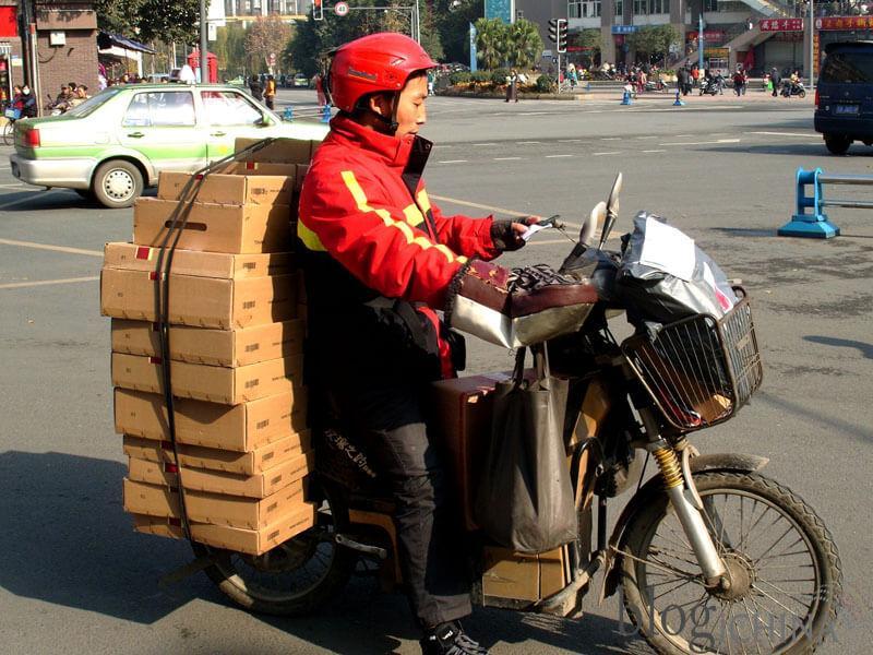 Lực lượng shipper bận rộn ship hàng